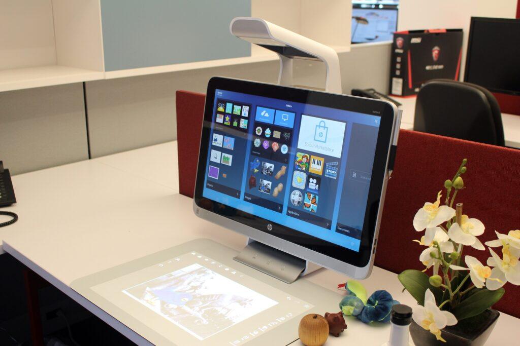 hp sprout desk view 100566287 orig 1024x683 - Desenvolvemos o seu site de forma grátis !
